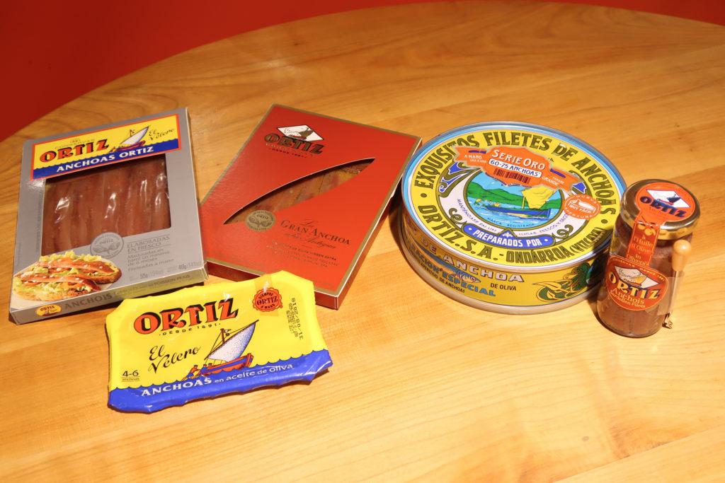 produits de la marque Ortiz : anchois, thon, sardines à l'huile