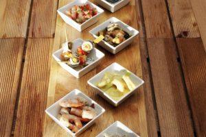 traiteur plats cuisinés : assortiment de tapas, gambas marinées
